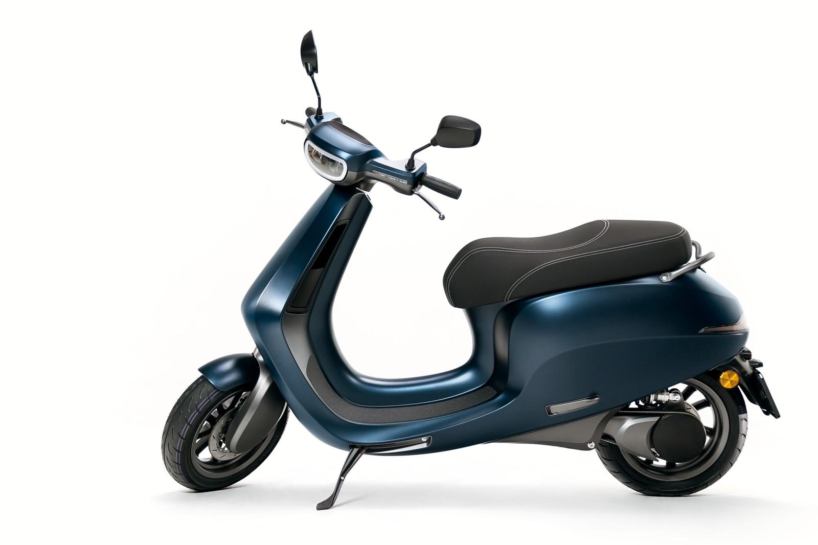 motor elétrico não é colocado na roda, mas em uma posição convencional e transmite a força para a roda traseira através de uma correia.