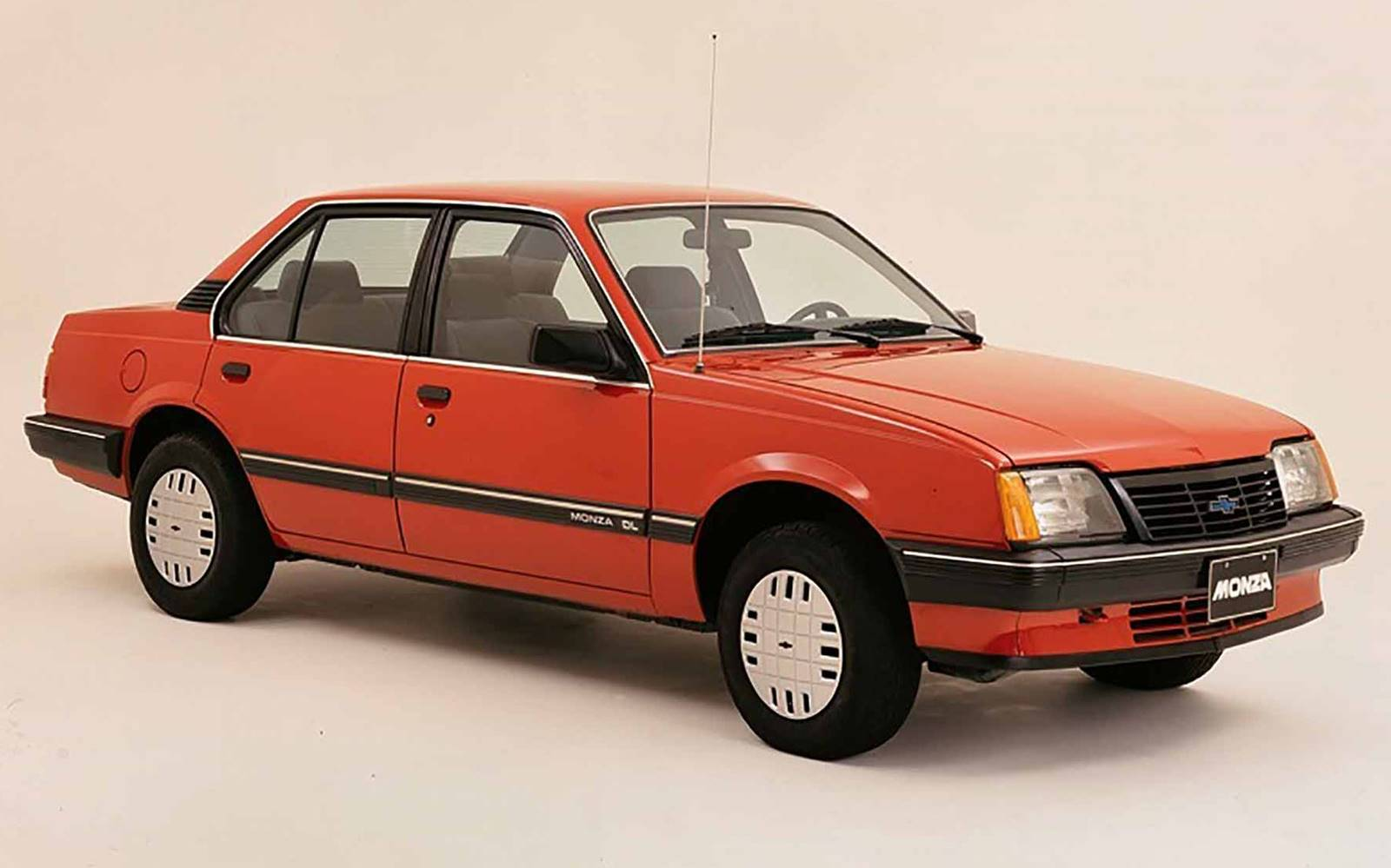 O modelo foi fabricado no Brasil de abril de 1982, a agosto de 1996.