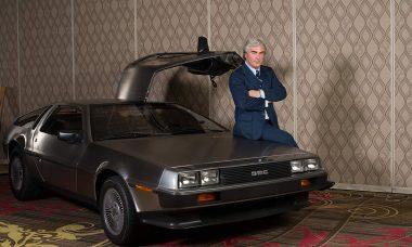 Alec Baldwin como John DeLorean