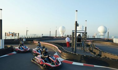 Pista de kart no navio Bliss