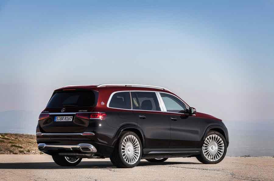 O carro tem 5,2 m de comprimento, bagageiro de 520 litros e uma lista completa de assistentes de condução e de segurança.