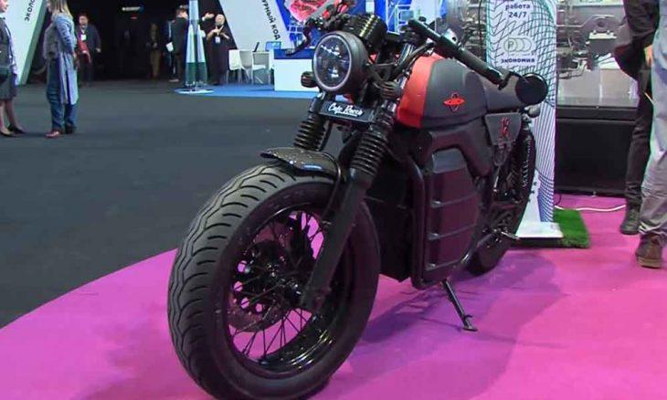 Kalashnikov apresenta protótipo de sua moto elétrica (VÍDEO)