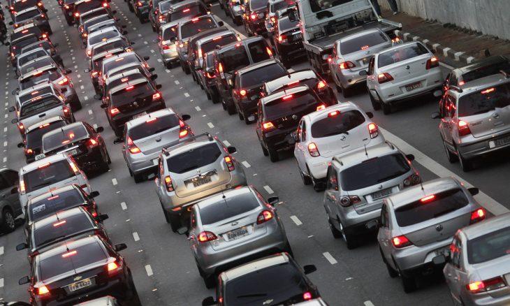 Trânsito na avenida 23 de maio São Paulo.