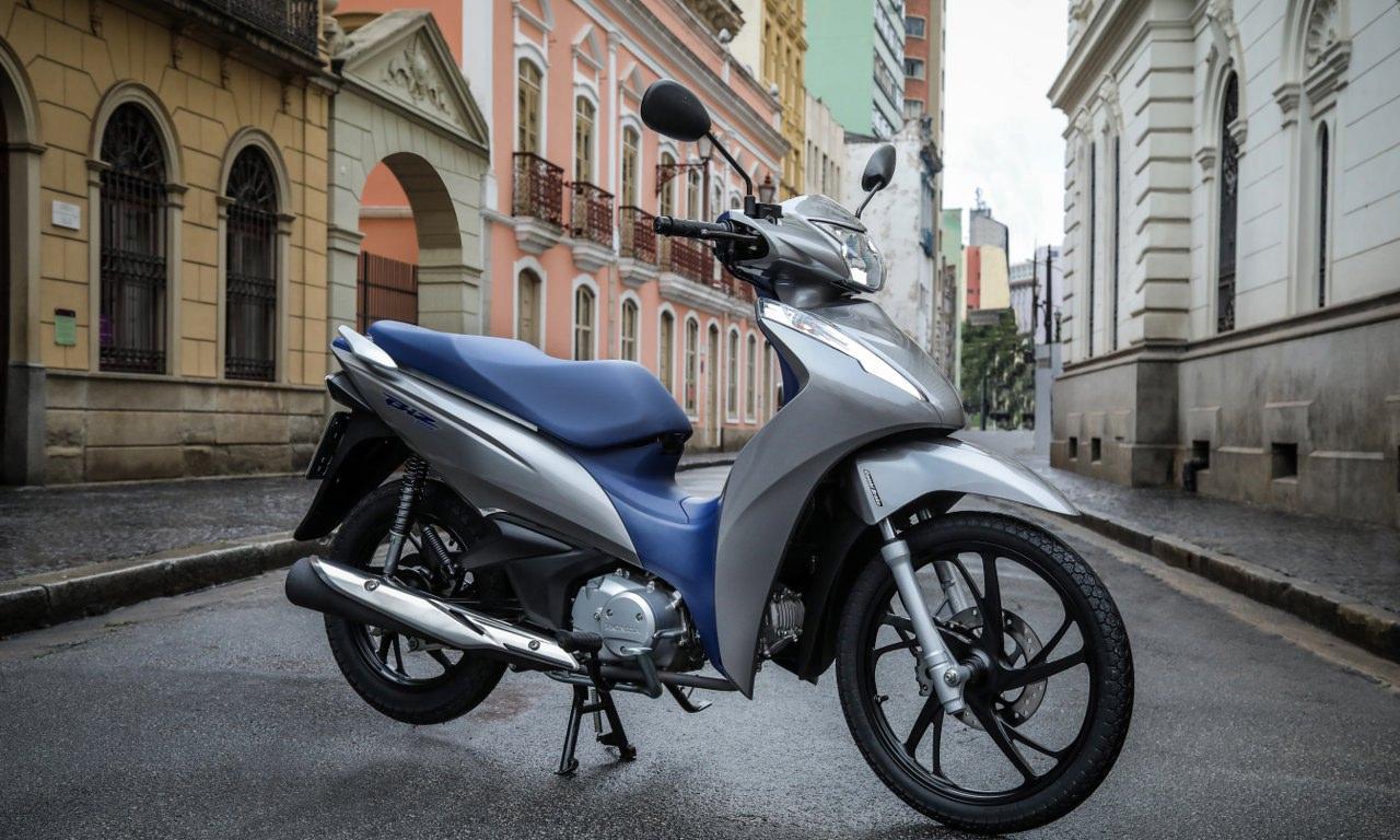Honda Biz chega na linha 2020 com preço de 2019