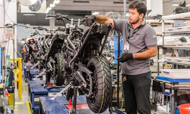 Triumph atinge marca de 30.000 motos montadas no Brasil