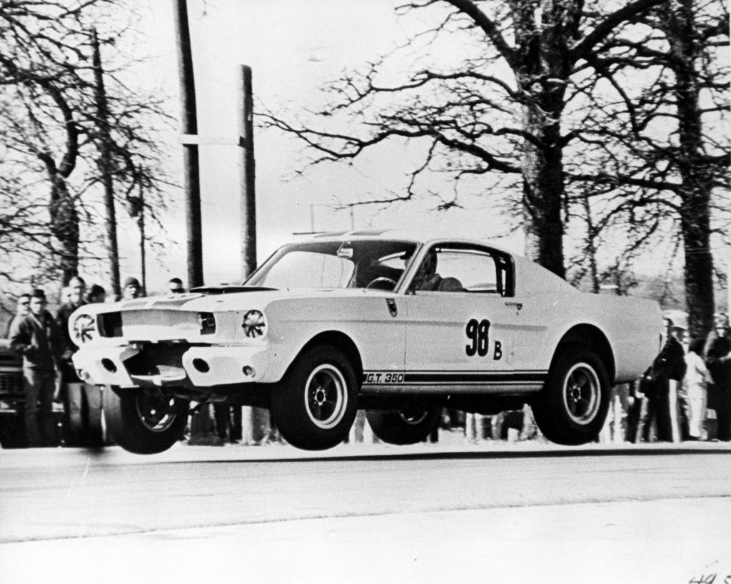 O Shelby com Ken Miles ao volante