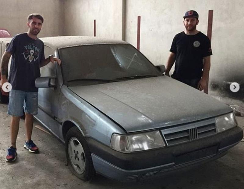 Carros 0km dos anos 1990 são encontrados em concessionária abandonada