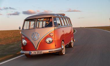 VW relança Kombi clássica com motor elétrico