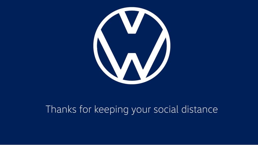 VW muda logo para reforçar distanciamento social