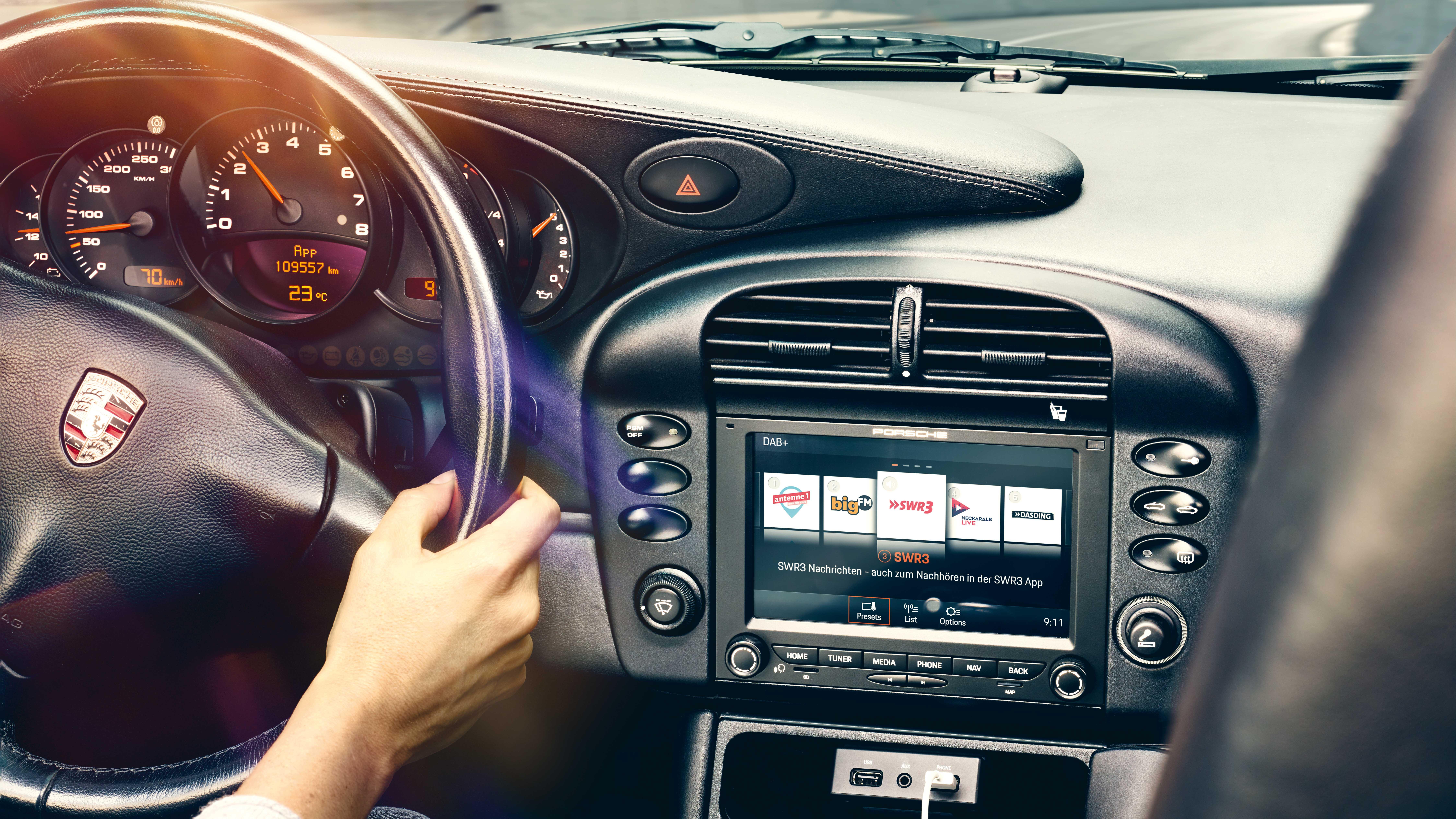 Porsche oferece multimídia com Apple CarPlay para modelos antigos da marca