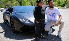 """Homem oferece passeio de Lamborghini para menino de 5 anos que """"roubou"""" carro da família"""