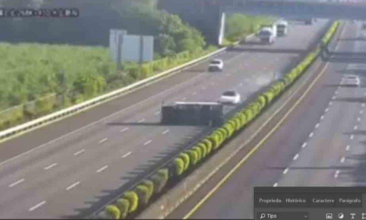 Tesla bete em caminhão no que parece ser falha do piloto automático