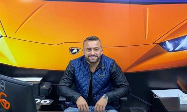Com sucesso na internet e segmento diferenciado, empresário Gustavo Ferreira dribla crise no mercado de automóveis