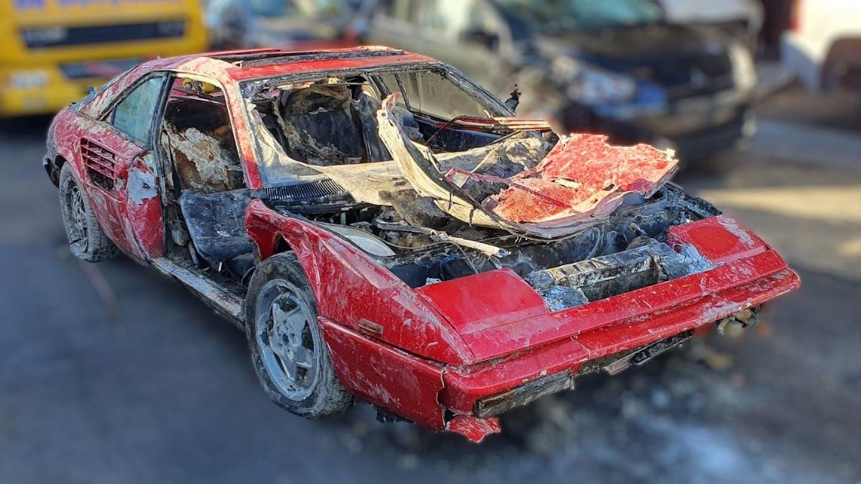 Ferrari roubada é encontrada em canal depois de 26 anos