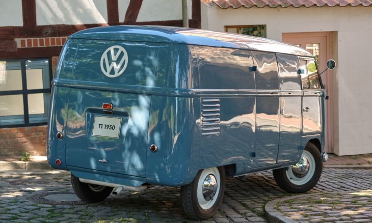 VW Kombi mais antiga do mundo completa 70 anos