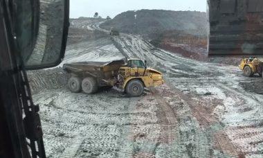 Vídeo: Motorista surpreende com manobras radicais com caminhão de mineração