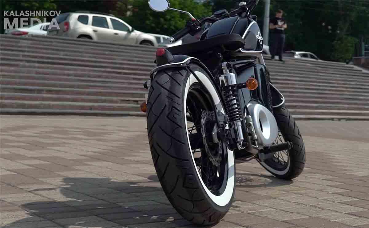 Kalashnikov apresenta nova nova motocicleta elétrica com visual dos anos 50. Foto: Divulgação