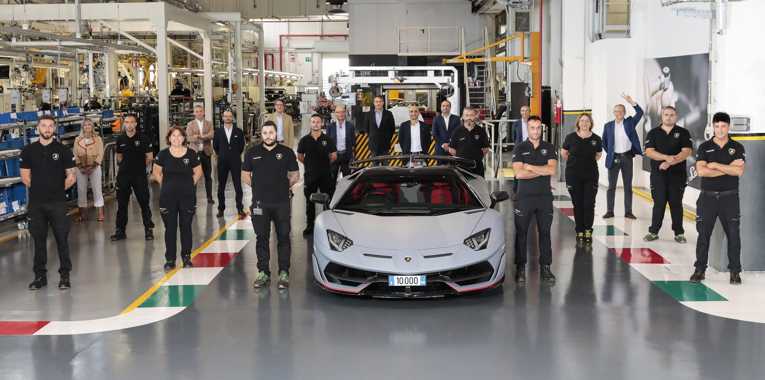 Lamborghini Aventador atinge marca de 10 mil unidades produzidas