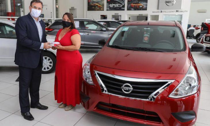 Nissan entrega primeiro Versa V-Drive 1.0 vendido em loja virtual