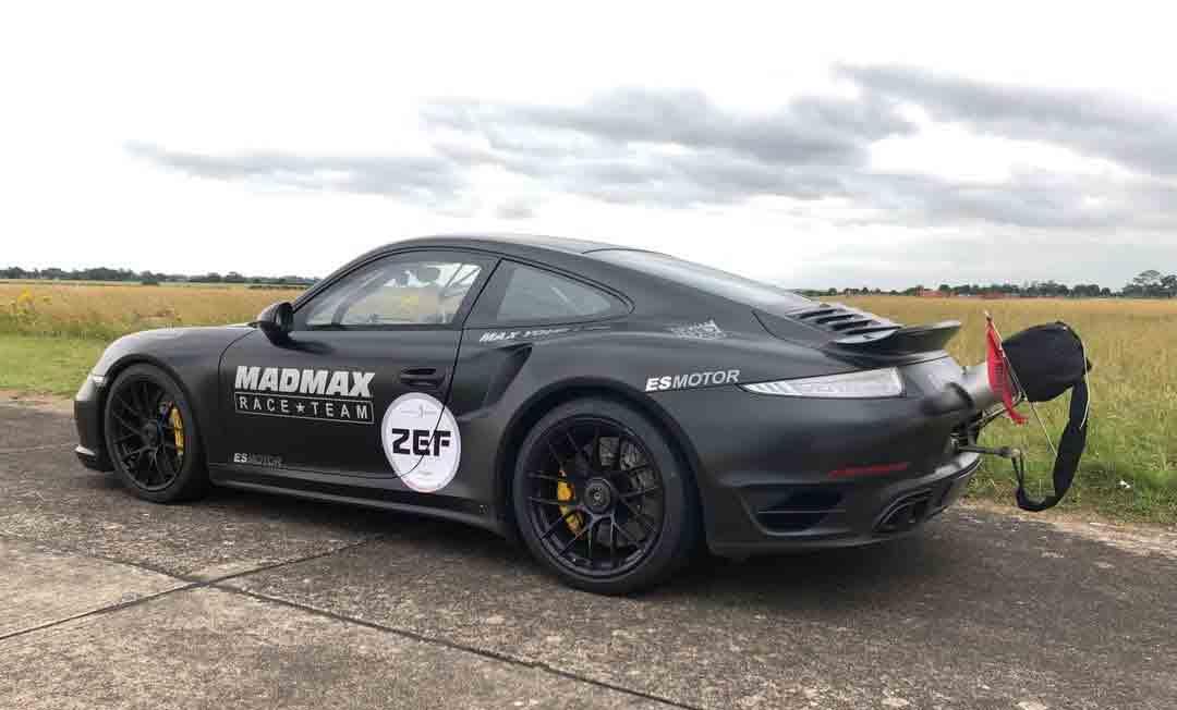 Zef  de 47 anos pegou num Porsche 911 Turbo S na tentativa de ultrapassar os 333 km/h. Foto: Instagram
