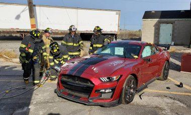 Bombeiros dos EUA detonam Ford Mustang em treinamento