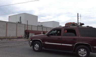 Vídeo: Câmera flagra colisão entre trem e SUV
