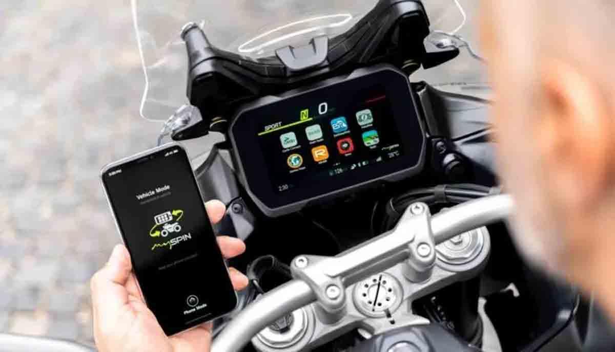 Bosch desenvolve o primeiro painel TFT dividido do mundo para motocicletas. Foto; Divulgação
