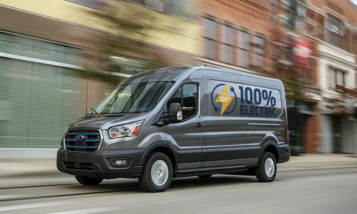 Ford apresenta versão elétrica da van Transit