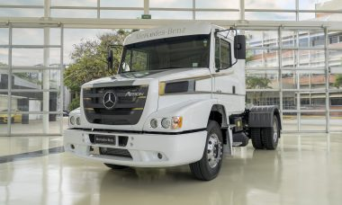 Mercedes-Benz lança edição especial de despedida do bicudo Atron 1635