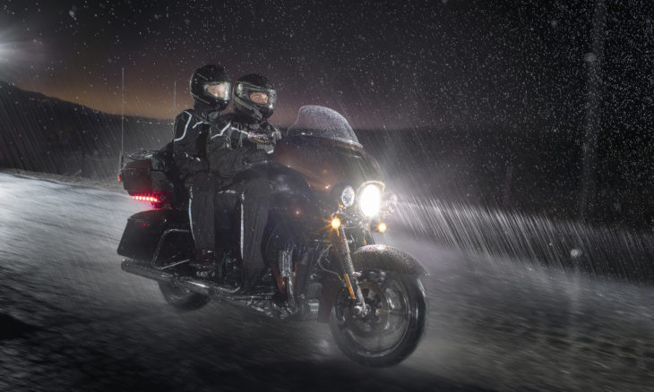 Veja dicas para pilotar sua moto melhor sob mau tempo