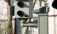 """Motorista para em frente a radar de velocidade para impedir as multas e grava sua """"façanha"""" em vídeo. Foto: Pixabay"""