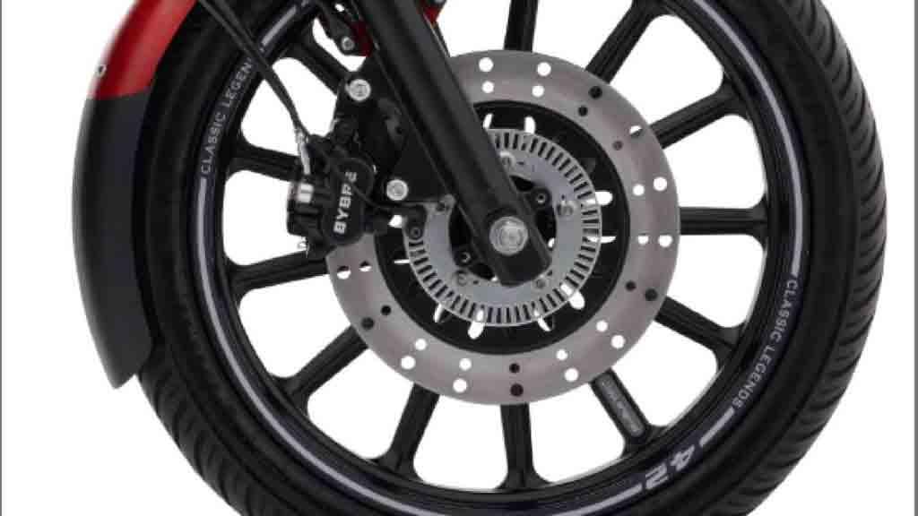 As rodas também são pintadas de preto com adesivos brancos na borda que substituem as anteriores rodas de raios cromadas, passado a serem utilizados pneus tubeless. Foto: Divulgação