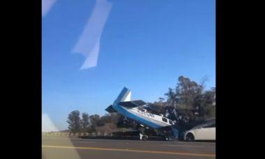 Vídeo: Câmera flagra colisão entre carro e avião nos EUA