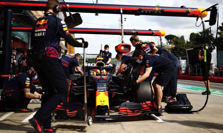Carros da Red Bull tiveram problemas durante treino em Ímola . Foto: Reprodução Twitter