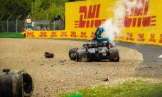 A corrida foi interrompida pelos destroços de uma grande colisão entre o companheiro de equipe de Hamilton, Valtteri Bottas, que havia largado em oitavo lugar, e George Russell, da Williams, na volta 32, na liga pelo nono lugar. Foto: Reprodução Instagram