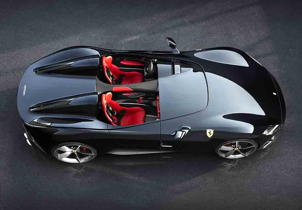 O camisa 7 da Juventus adquiriu uma Ferrari Monza de 1,6 milhão de euros, aproximadamente R$ 10,2 milhões.