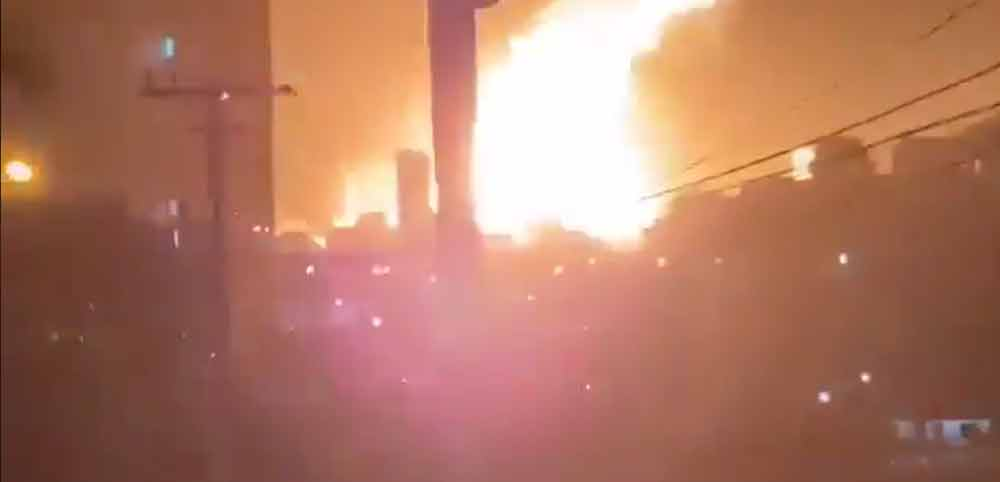 VÍDEO: Caminhão explode em posto de gasolina e deixa 15 feridos. Foto: Reprodução Twitter