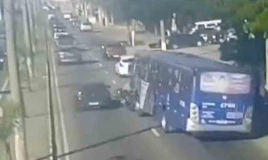 Vídeo: Motorista de ônibus atropela motociclista de propósito. Foto: Reprodução Youtube
