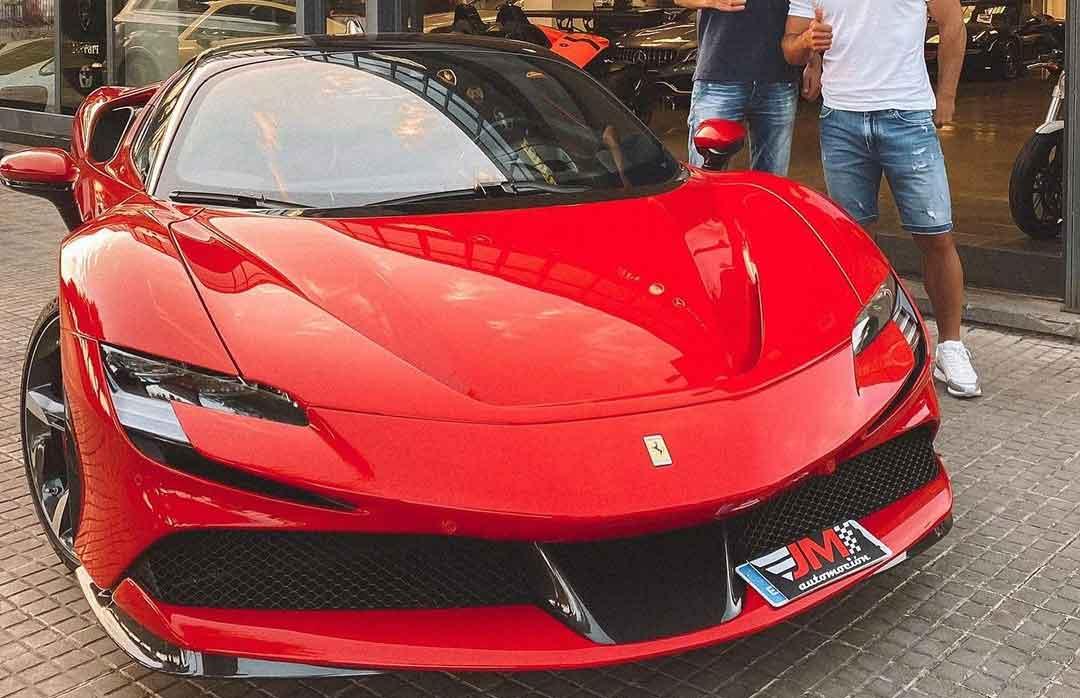 Novo jogador do Barcelona compra Ferrari de R$ 3 milhões. Foto: Reprodução Instagram