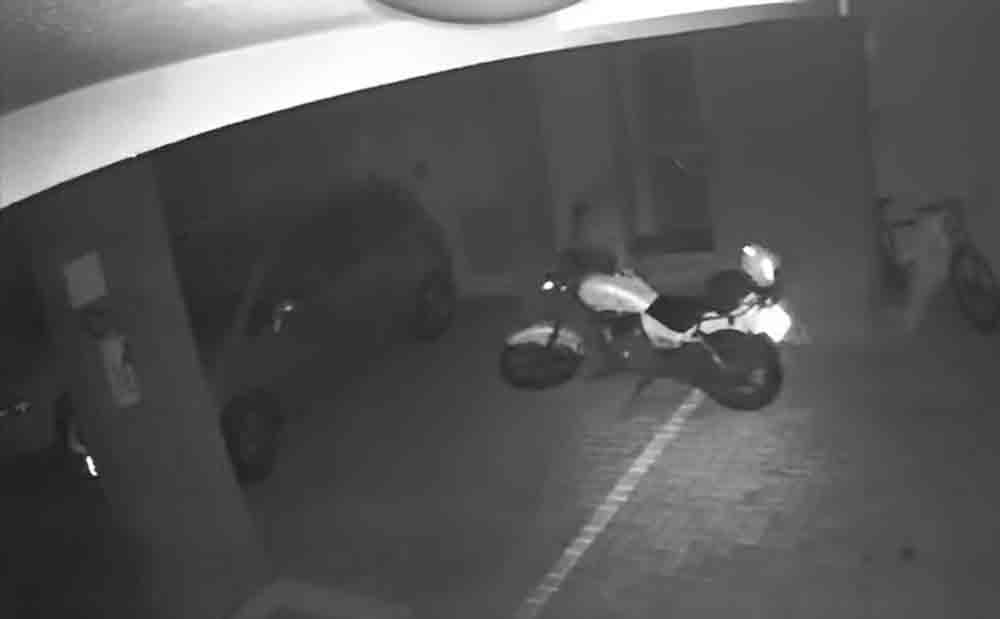 Vídeo: Moto anda sozinha em estacionamento e viraliza nas redes sociais. Foto: Reprodução Youtube